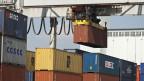 Container im Hafen Kleinhüningen in Basel.