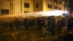 Die Polizei in Georgien setzte Wasserwerfer gegen die Demonstranten ein.