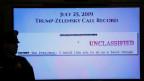 Auf dem Videomonitor ist ein Teil der Gesprächsaufzeichnung des Telefonats von US-Präsident Donald Trump mit dem ukrainischen Präsidenten Volodymyr Zelenskiy zu sehen.