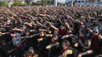 en in Santiago, Chile performen «Un violador en tu camino» oder «Ein Vergewaltiger auf Ihrem Weg» in einer Demonstration gegen geschlechtsspezifische Gewalt.