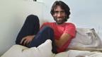 Behrouz Boochani, kurdischer Iraner, welcher in einem Internierungslager in Australien lebt.
