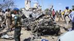 Trümmer nach dem Attentat in Mogadischu, Somalia.