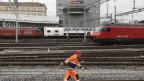 Arbeiter im Bahnhof Bern.