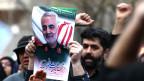 Iranische Demonstranten skandieren Parolen gegen die Ermordung des iranischen Generalmajors Kassim Soleimani.