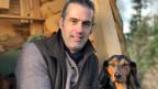 Bauer Nils Müller aus dem zürcherischen Forch mit seinem Hund.