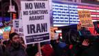 Proteste gegen einen möglichen Krieg und mögliche Sanktionen.