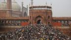 Bevölkerung in Indien protestiert gegen die Internetsperre.