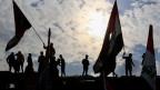 Irakische Demonstranten tragen irakische Flaggen während Anti-Regierungs-Protesten in Bagdad, Irak, am 10. Januar 2020.    REUTERS