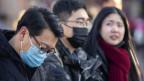 In China versuchen die Menschen sich mit Gesichtsmasken vor dem Corona-Virus zu schützen.