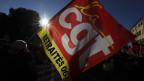Demonstration mit Fahne der CGT gegen die gegen die Rentenreform am 9.1.2020.