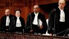 Der Präsident des Internationalen Gerichtshofs, Abdulqawi Ahmed Yusuf (2. von rechts), in Den Haag, Niederlande, am 23. Januar 2020