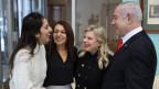 Naama Issachar und ihre Mutter Yaffa und der israelische Premierminister Benjamin Netanjahu mit seiner Frau Sara in Moskau am 30.1.2020 (von links).