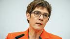 Annegret Kramp-Karrenbauer (CDU), hat sich dazu entschlossen, nicht für das Kanzleramt zu kandieren und das Amt als CDU-Vorsitzend abzugeben.