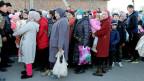Dungan-Flüchtlinge verlassen nach ethnischen Zusammenstößen zwischen Kasachen und Dunganen das Dorf Bular-Batyr. Bei Zusammenstössen wurden acht Menschen getötet und achtundvierzig verletzt.