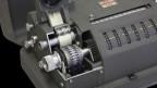Die mechanische Rotor-Chiffriermaschine CX-52 IMG wurde ab 1952 durch den schwedischen Erfinder und Unternehmer Boris Hagelin von seiner im selben Jahr in der Schweiz gegründeten Crypto AG hergestellt.