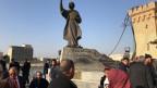 Der Büchermarkt Mutanabbi mit der Statue des irakischen Dichters Al-Mutanabbi.