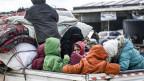 Zivilisten fliehen von Idlib nach Norden, um nahe der türkischen Grenze Sicherheit zu suchen.