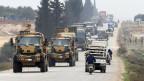 Ein türkischer Militärkonvoi in Idlib/Syrien.