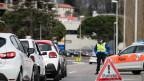 Die Polizei kontrolliert entlang der italienisch-schweizerischen Grenze Grenzgänger, nachdem die Region Lombardei wegen des Coronavirus COVID-19 zur roten Zone erklärt wurde.