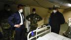 Der französische Präsident Emmanuel Macron besucht das Militärfeldkrankenhaus in Mulhouse.