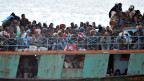 Ein Boot mit Flüchtlingen in Lampedusa, Sizilien.