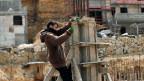 Palästinensischer Arbeiter auf einer Baustelle in der israelischen Siedlung Ramat Givat Zeev im israelisch besetzten Westjordanland.