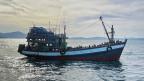 Die Küstenwache von Bangladesch hat über Hungert Rohingya-Migranten aufgenommen.