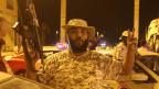 Ein von der UNO unterstützter Regierungskämpfer zeigt am 20. Mai 2020 in Zentral-Tripolis, Libyen, eine Siegesgeste.