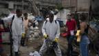 Desinfektions-Aktion in einem Slum in Rio de Janeiro.