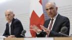 Bundesrat Alain Berset spricht an der Seite von Daniel Koch, Leiter Abteilung übertragbare Krankheiten BAG, während einer Medienkonferenz über die Situation des Coronavirus, am 6. März 2020 in Bern.