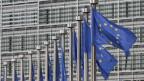 Fahnen vor dem EU-Gebäude.