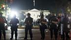 Polizisten vor dem Weissen Haus in Washington DC.