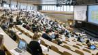Studierende an einer Vorlesung an der Universität St. Gallen HSG.