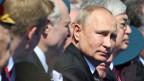 Russlands Präsident Wladimir Putin an der Siegesparade auf dem Roten Platz in Moskau, Russland.
