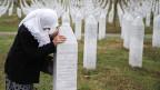 Tausende Gräber erinnern an der Gedenkstätte von Potocari an den Völkermord von Srebrenica. Noch haben nicht alle Opfer die letzte Ruhe gefunden.
