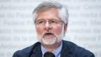 Rudolf Hauri, Kantonsarzt Zug, spricht während einer Medienkonferenz zur Situation des Coronavirus, am Freitag, 1. Mai 2020, in Bern.
