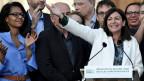 Die amtierende Bürgermeisterin von Paris, Anne Hidalgo, feiert ihren Sieg in der zweiten Runde der französischen Kommunalwahlen in Paris.