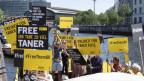 Protestaktion von Amnesty International für Freilassung von Taner Kilic, Ehrenvorsitzender der türkischen Amnesty-Sektion.