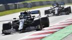 Der finnische Mercedes-Pilot Valtteri Bottas, gefolgt vom britischen Mercedes-Piloten Lewis Hamilton beim Grossen Preis von Österreich in der Formel 1 auf der Rennstrecke des Red Bull Rings in Spielberg (Österreich) am 5. Juli 2020.