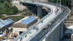 Blick auf die Baustelle der neuen Autobahnbrücke in Genua.