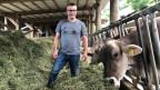 Landwirt Philipp Hengartner im Milchviehstall auf dem Ruttigerhof bei Olten.