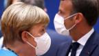 Die deutsche Bundeskanzlerin Angela Merkel (li.) und der französische Präsident Emmanuel Macron am EU-Sondergipfel in Brüssel.