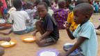 Die Kinder in Malawi leiden Hunger.