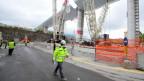 Symbol für Schlendrian und Effizienz zugleich. Das Polcevera-Viadukt des italienischen Bauingenieurs Riccardo Morandi bei Genua stürzte im August 2018 ein. 43 Menschen starben. Seit 2014 war der Betreiberfirma bekannt, dass die Brücke einsturzgefährdet war. Im Bild die neue Brücke des Genueser Architekten Renzo Piano kurz vor der Fertigstellung.
