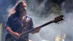 Der schnelle Abgang des schweren Jungen: Der Frontmann der Heavy-Metal-Band Lemmy Kilmister ist tot. Bild: Auftritt am Gurtenfestival 2001.