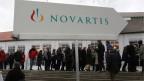 2'700 Aktionärinnen und Aktionäre strömten am 22. Februar 2013 in die St. Jakobshalle in Basel an die Generalversammlung von Novartis. Hauptthema war die Abgangsentschädigung für Noch-Präsident Daniel Vasella.