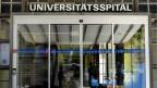 Eingang des Universitätsspital in Zürich.