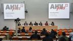 SGB-Präsident Paul Rechsteiner lanciert zusammen mit diversen Arbeitnehmerorganisationen die Initiative «AHVplus: für eine starke AHV»