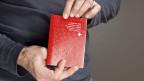 Der Nationalrat will die Hürden zu einem Schweizer Pass erhöhen.