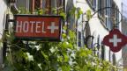 Wirthausschild des Hotels «Kreuz» in Solothurn. Das «Kreuz» war die erste Genossenschaftsbeiz der Schweiz.